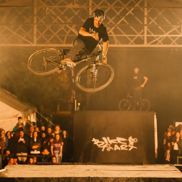 Spectacle nocturne BMX freestyle