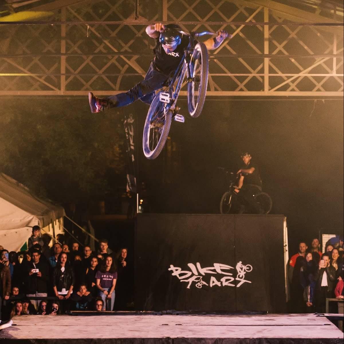 Show BMX freestyle nocturne